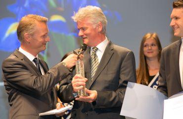 Premio Pegasus de bronce - periódico OÖ Nachrichtenpor la empresa SANO con la gama nueva de LIFTKAR PTR oruga / sube-escaleras