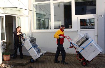 entrega de copiadora nueva para SANO con LIFTKAR sube-escaleras